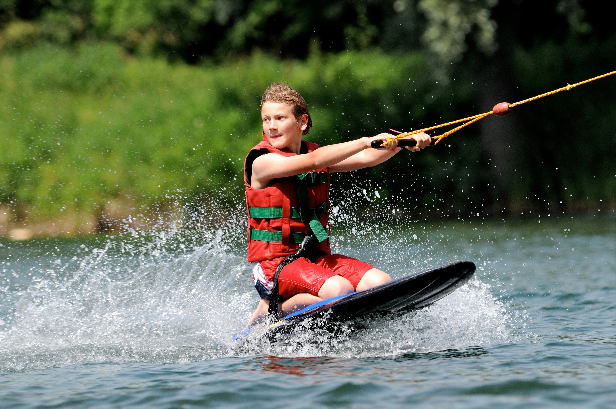 kneeboarding, waterskiing, water sports, water fun